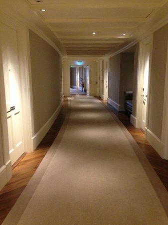 Great Northern Hotel, A Tribute Portfolio Hotel: quiet corridors