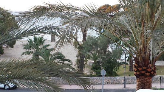 Gavimar Cala Gran Costa del Sur Hotel & Resort: Room view of the beach in the early morning