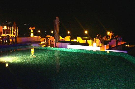 Tentaciones Restaurant : Stunning Views of Ocean and Pool