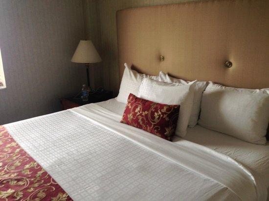 Lord Elgin : Churchill Suite Bedroom