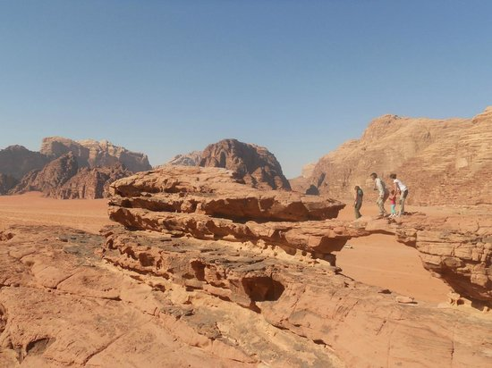 Bedouin Lifestyle Camp: arco di pietra