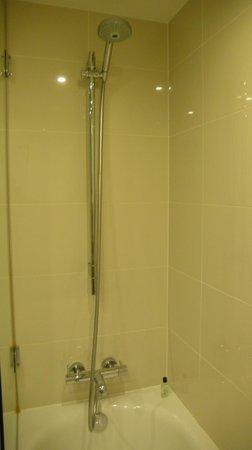 H10 London Waterloo: Baño