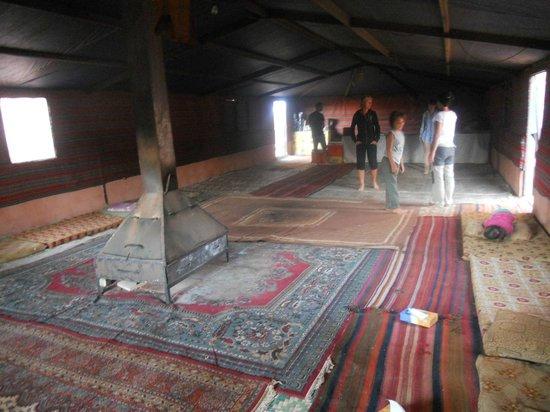 Bedouin Lifestyle Camp: interno campo