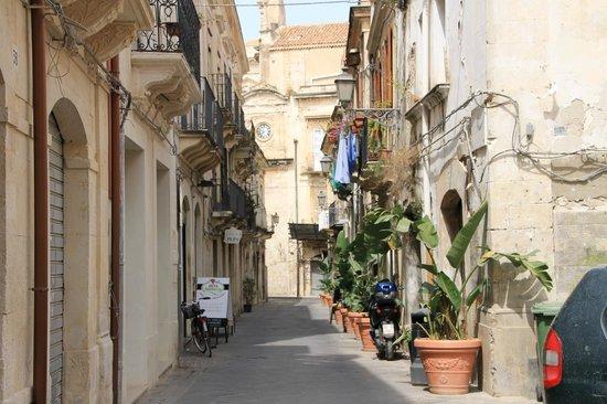 B&B La Via della Giudecca: La Via della Giudecca Blick Richtung teatro dei pupi