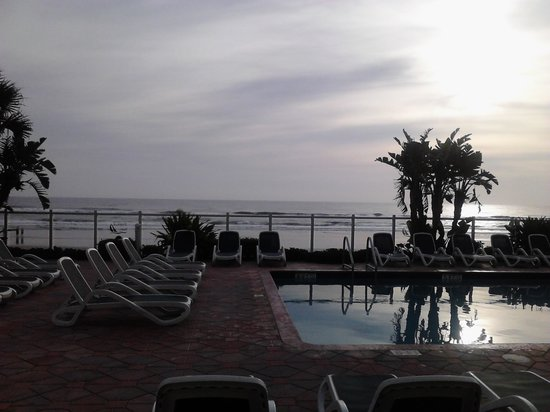 Days Inn Daytona Oceanfront : turned my nitemare into a dream!!!!