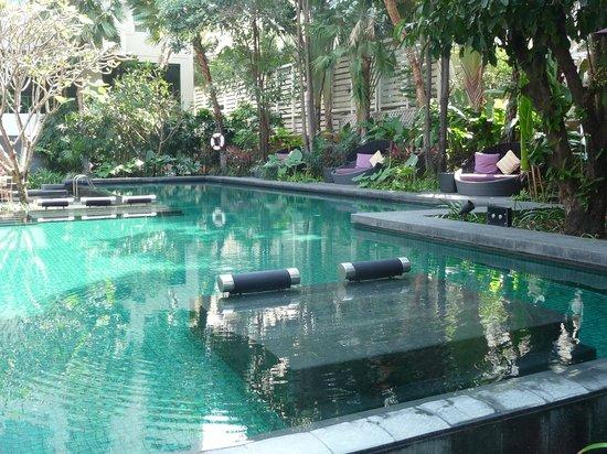Sukhumvit 12 Bangkok Hotel & Suites : La piscine