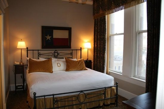 The Driskill : bedroom in Governor's Suite