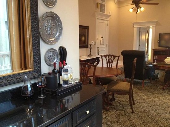 The Driskill : Governor's Suite bar