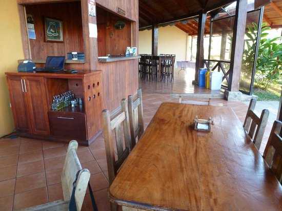 Rinconcito Lodge: Dining room and front desk