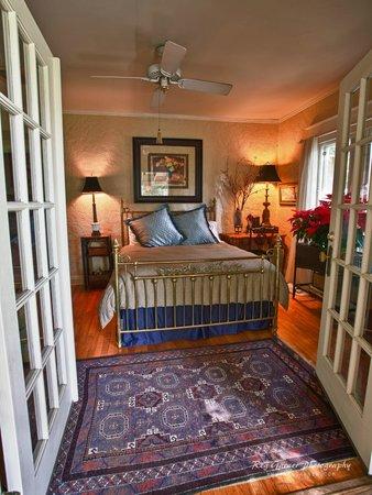 Elliott House: Bedchamber