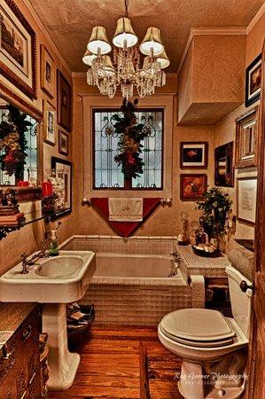 Elliott House: Suite Bath