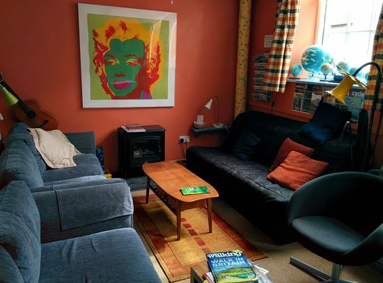 The Old School Hostel: living room / common room