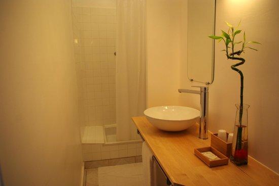 Hotel d'Arvor: Salle de bain chambre n°12 (sans WC)