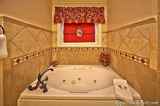Appleview River Resort: Jacuzzi Tub
