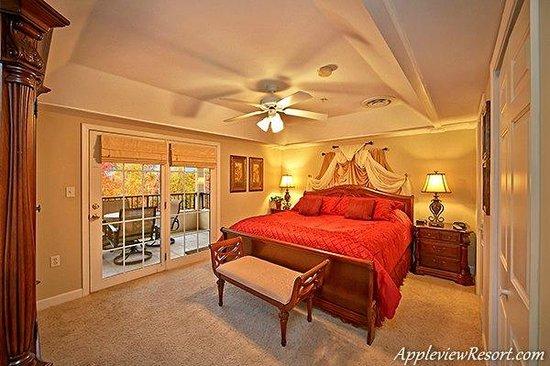 Appleview River Resort: Master Bedroom