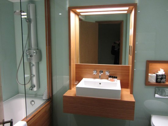 Hotel Megaro: Impeccable bathroom