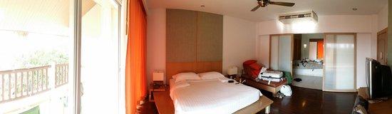 Pakasai Resort : Chambre lumineuse et spacieuse