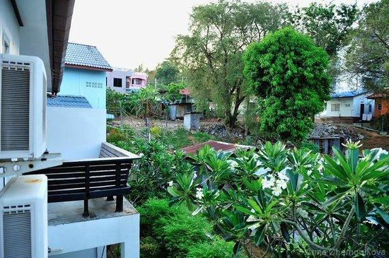 Surintra: Вид из окна номера Делюкс