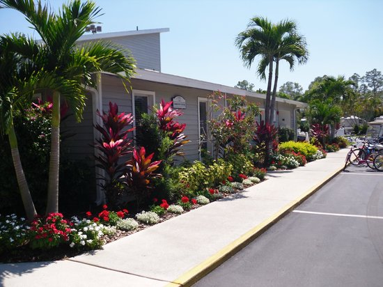Club Naples RV Resort: Community building