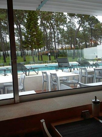 Alcazar Hotel & SPA: view from the dining to the pool outside