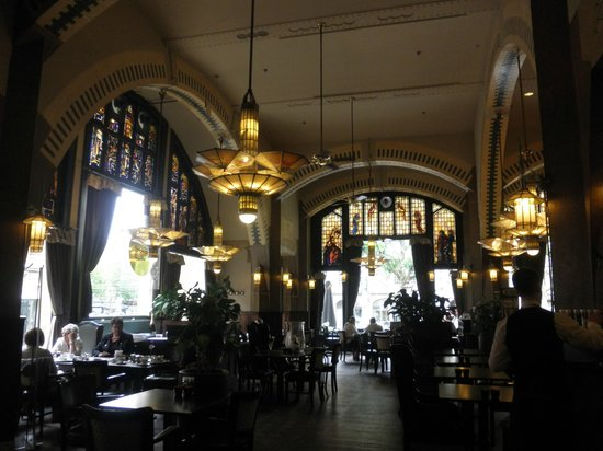 Hampshire Hotel - Amsterdam American: 朝食ビュッフェの会場=カフェ・アメリカン