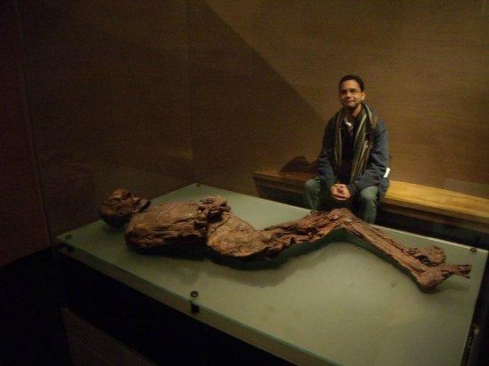 Museo Nacional de Arqueología de Irlanda: múmia que data entre os anos 400-200 antes de Cristo