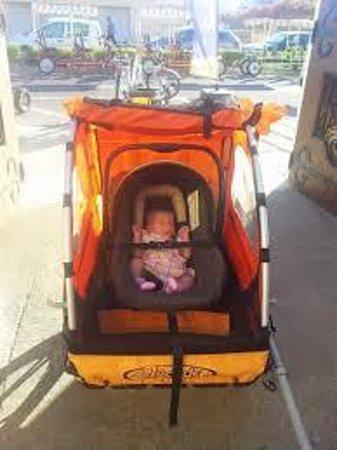 Velo Love: Remorque enfant équipée coque bébé sécurisée