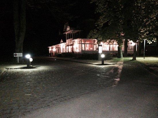 Parkrestaurant Nodhausen: Aussenansicht am Abend