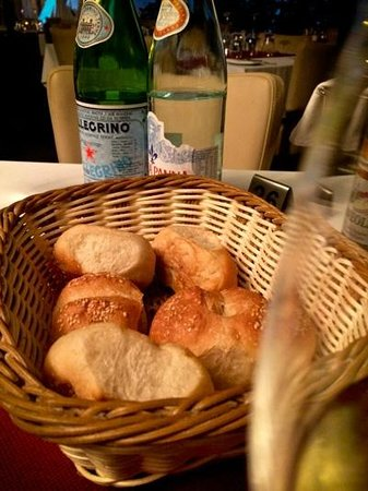 La Sfoglia: the freshly baked bread you can't resist... avoid trying
