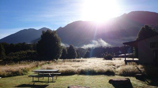 Knobs Flat : morgens, direkt vor der hütte