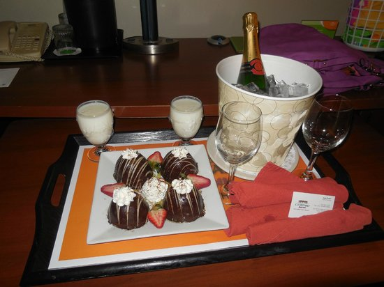 Courtyard Isla Verde Beach Resort: welcome surprise from management!