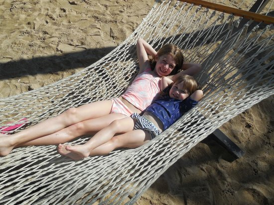 Courtyard Isla Verde Beach Resort: beachside hammocks