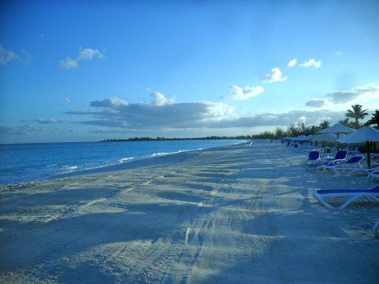 Club Med Columbus Isle : plage tôt le matin