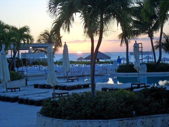 Club Med Columbus Isle : coucher de soleil à la piscine