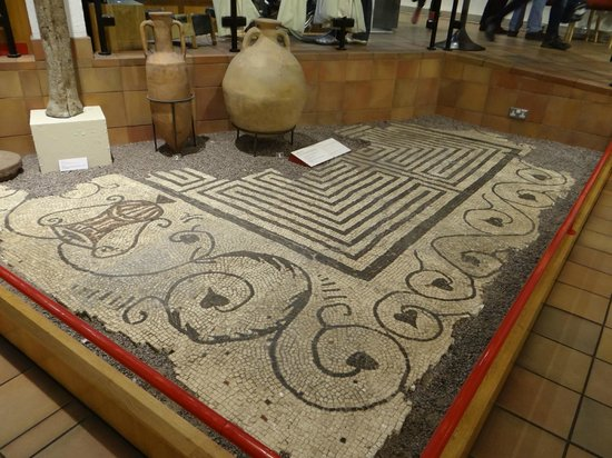 National Roman Legion Museum: Wonderful mosaic well preserved - a beautiful floor