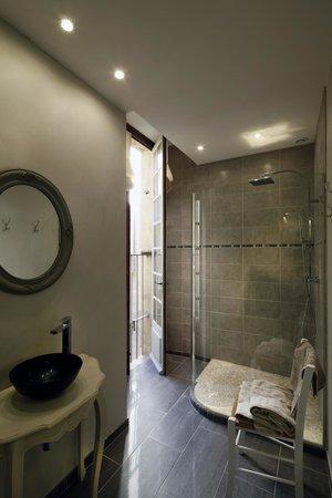 La Petite Saunerie : salle de bain bourgeoise