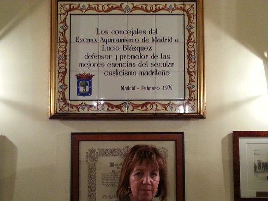 Casa Lucio: Placa del Ayuntamiento de Madrid
