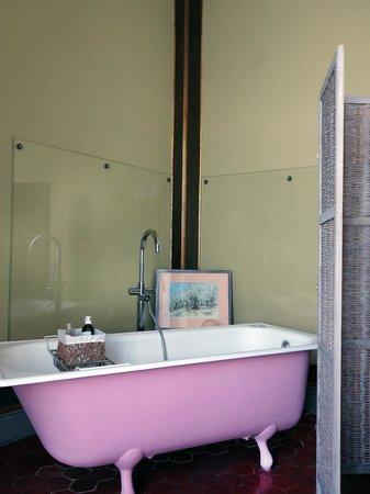 salle de bain romantique - Picture of La Petite Saunerie, Avignon ...
