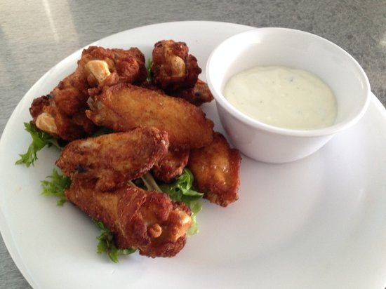 The Royal Palms Resort Bar & Grill: Chicken Wings, Done your way !