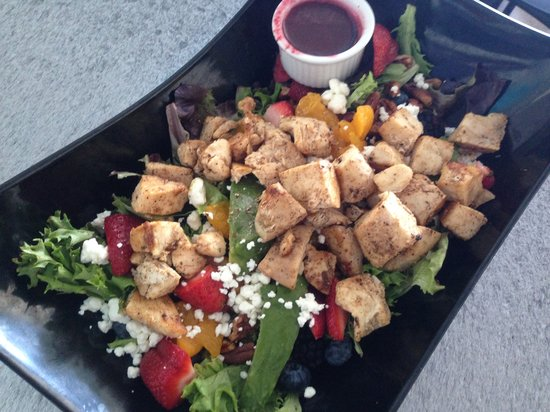 The Royal Palms Resort Bar & Grill: Grilled Chicken over our Summer Salad