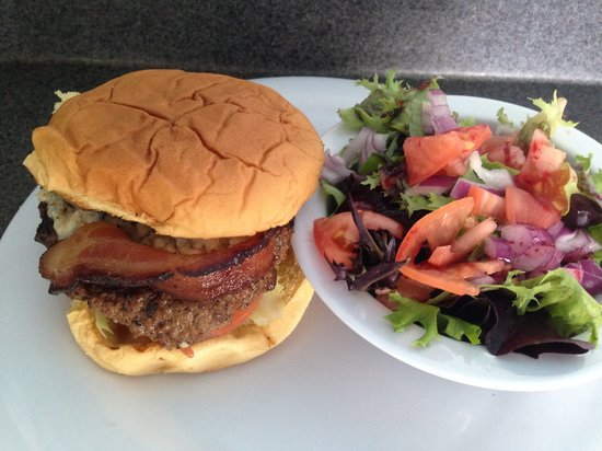 The Royal Palms Resort Bar & Grill: Try one of our juicy burgers !