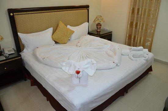 Cedar Hotel: Bed decoration on arrival