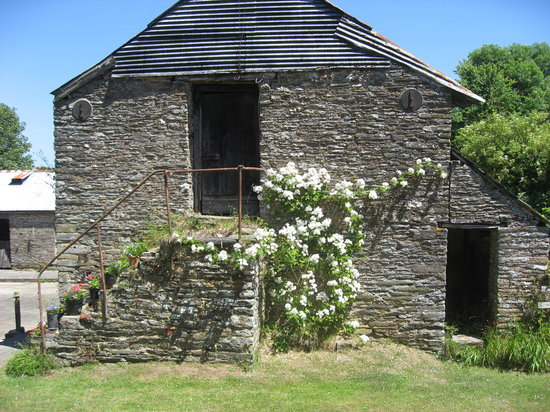 Youngcombe Farm: view of one court yard