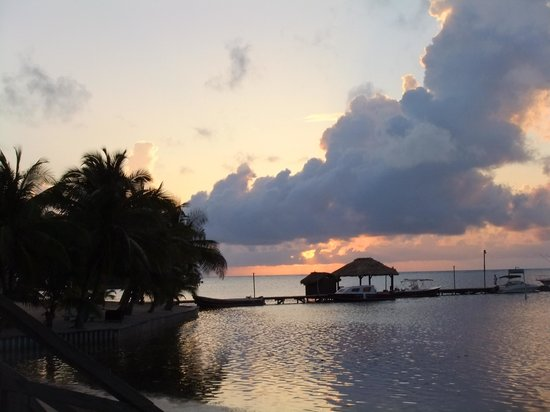 Captain Morgan's Retreat : sun rise