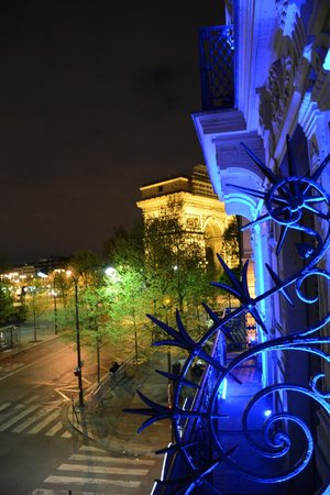 Maison Albar Hotel Paris Champs-Elysees: Hotel at night
