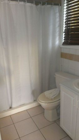 Chenay Bay Beach Resort: the bathroom in our cottage