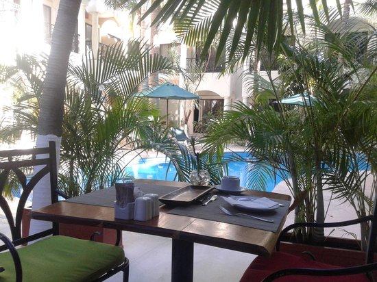 Hacienda Paradise Boutique Hotel by Xperience Hotels: Vista desde el  desayunador