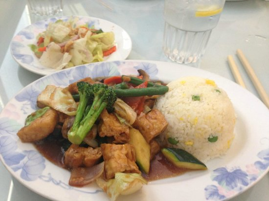 Andy Nguyen's 2: Salad and vegetarian lunch option with fried rice