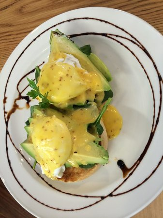 Riverside Cafe : Avo eggs Benedict ! Yum