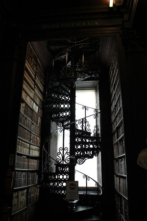 The Book of Kells and the Old Library Exhibition: Escalera de caracol